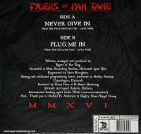 "TYGERS OF PAN TANG - NEVER GIVE IN (7"")"